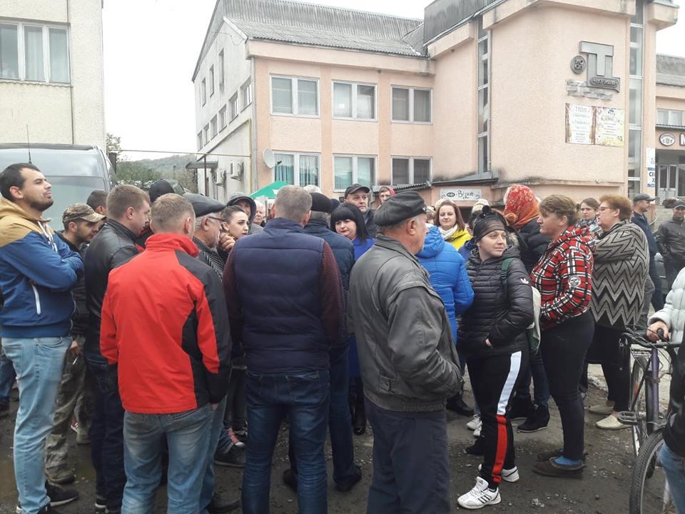 Дорожній бунт на Свалявщині: завдяки громадському тиску ремонт доріг обіцяють почати вже з понеділка